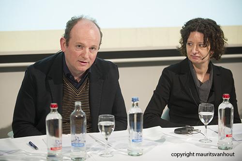 Festivaldirecteur Bertrand Flamang spreekt de pers toe, naast hem Schepen (wethouder) Storms van Cultuur in Gent.