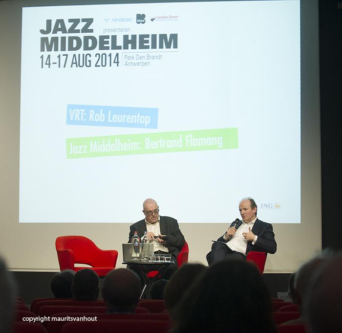 Festival directeur Bertrand Flamang (r) werd ondervraagd door Rob Leurentop van de VRT.