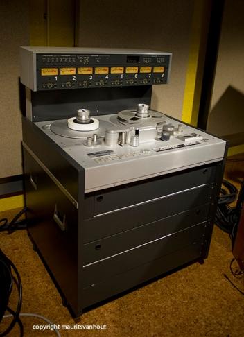 In de oude studio stond nog een echte spoelenrecorder.