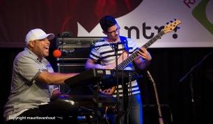 Frank McComb tijdens zijn optreden in Mijke en Co live. copyright maurits van hout