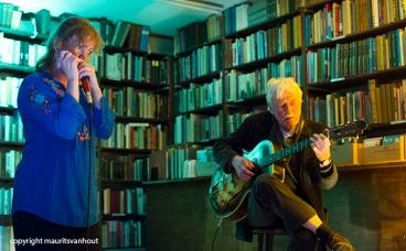 Peter Nieuwerf en Hermine Deurloo traden op in Aleph bookstore in Utrecht