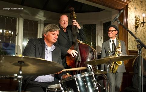 Laren Jazz 2015. Benjamin Herman tijdens Laren Jazz 2015 samen met vlnr Frits Landesbergen en Edwin Corzilius