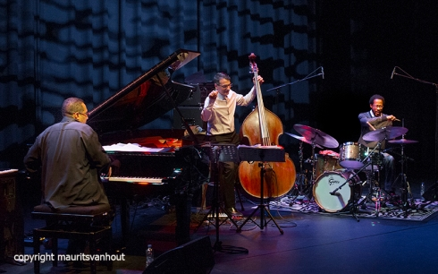 Rotterdam, 22 oktober 2015. Het Children of the Light Trio met John Patitucci, Brian Blade en Danilo Perez trad op in Lantaren Venster in Rotterdam.