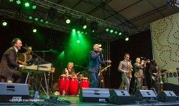 New Cool Collective tijdens Zeeland Jazz in Middelburg, 18 juni 2016. foto: New Cool Collective met Mark Reilly