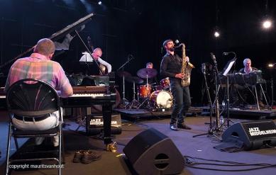Antwerpen, 15 augustus 2016, Tijdens het jaarlijkse Jazz Middelheim Festival treedt Dré Pallemaerts op met een aantal muzikanten.