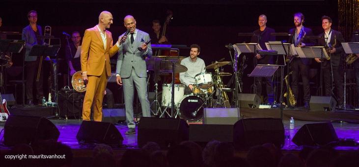 Rotterdam, 30 juni 2017. In het Nieuwe Luxortheater in Rotterdam worden de Jazz/world Edisons uitgereikt. Foto: Joshua Redman is blij met de zojuist ontvangen Edison
