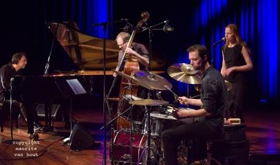 Wolfert Brederode Trio tijdens Sound of Europe festival in Breda, vocaal: Saskia Lankhoorn