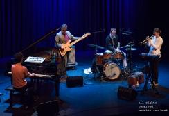 Den Haag, Dinosaur (UK) treedt live op in het Koorenhuis