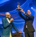 Laren, 6 september 2014 Bruut! treedt op tijdens Laren Jazz. Foto: Saxofonist Maarten Hogenhuis heeft de Laren Jazz award zojuist gekregen van Cees Schrama