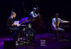 7 april 2019, Den Haag. Het Peter Beets Trio speelt stukken van Gershwin in Theater Dakota. foto:Wouter Kuhne in de spotlights